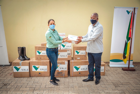 Vale Mozambique donates 40,000 rapid tests to the Provincial Health Directorate of Tete to help to tackle the COVID-19
