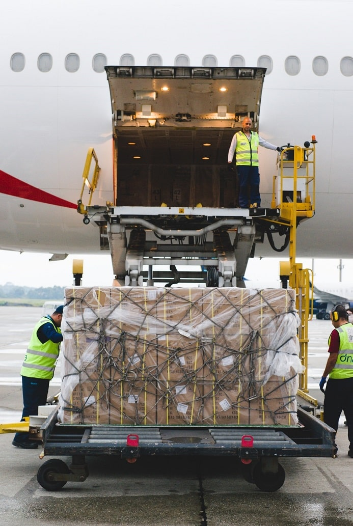 Image of the cargo unloaded from the plane at Guarulhos airport